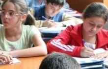 A început distribuţia laptelui şi cornului în şcolile din Argeş
