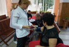 Pensionarii din Mioveni şi-au testat gratuit glicemia şi tensiunea la Mioveni