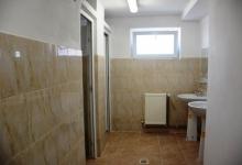 Consiliul Județean Argeș reacționează: Doar 22 de școli mai au grupurile sanitare în exterior!